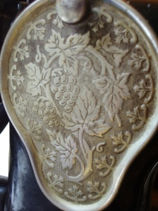 Back plate of sewing machine engraved with leaves and flowers
