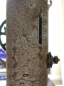 Side plate of sewing machine engraved with leaves and flowers